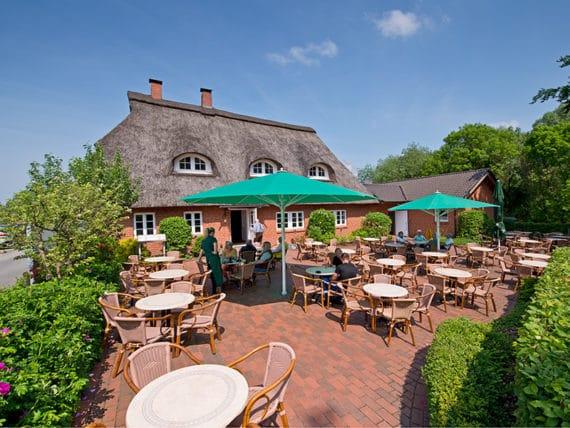 restaurant-zur-moorlosen-kirche-sommerterasse-g7